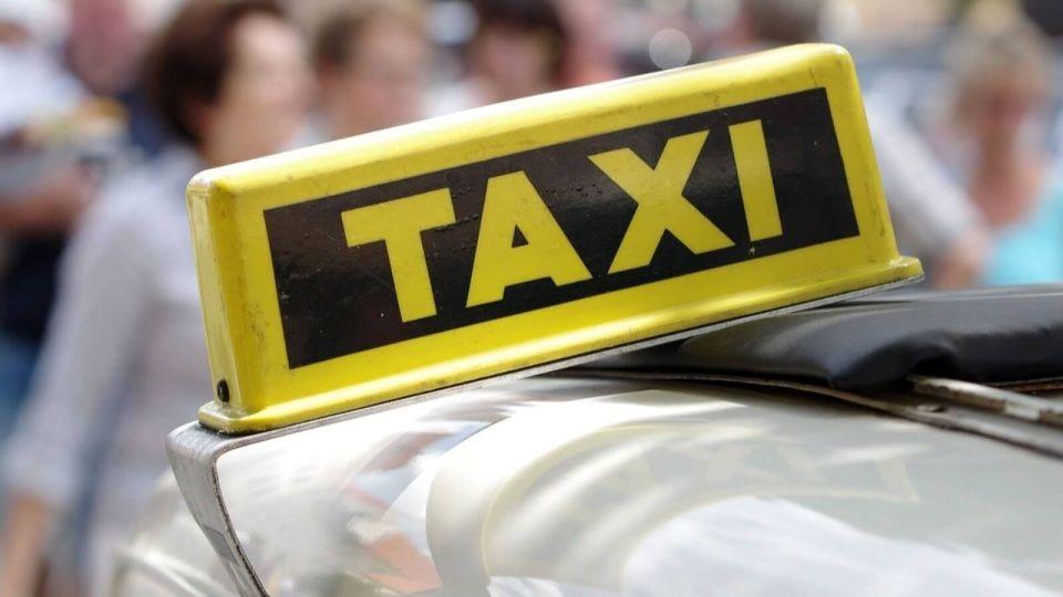 В Барнауле таксист обокрал студентку, прилетевшую из Индонезии