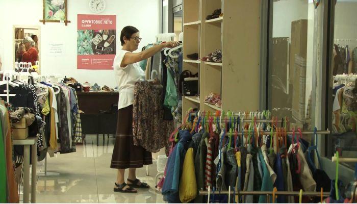 Дешево и сердито: в Барнауле работает единственный благотворительный магазин