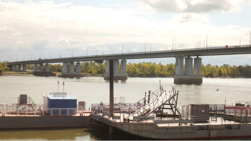 Девушка упала с Нового моста в Барнауле на глазах у очевидцев