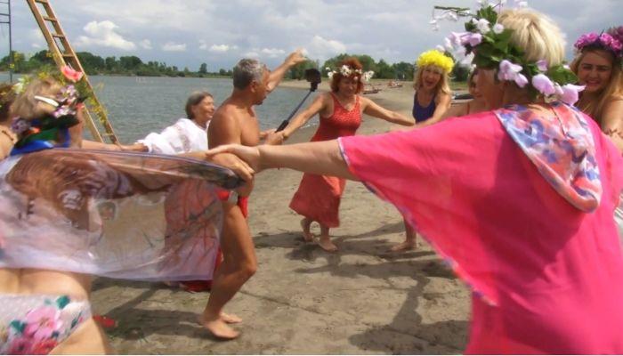 На алтайских пляжах проводят массовые мероприятия, несмотря на COVID