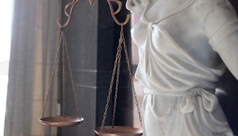 Бывшего замминистра здравоохранения Алтая будут судить за крупную взятку