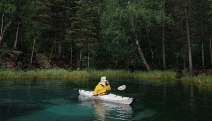 Известного блогера застыдили за фото на гейзерном озере Алтая