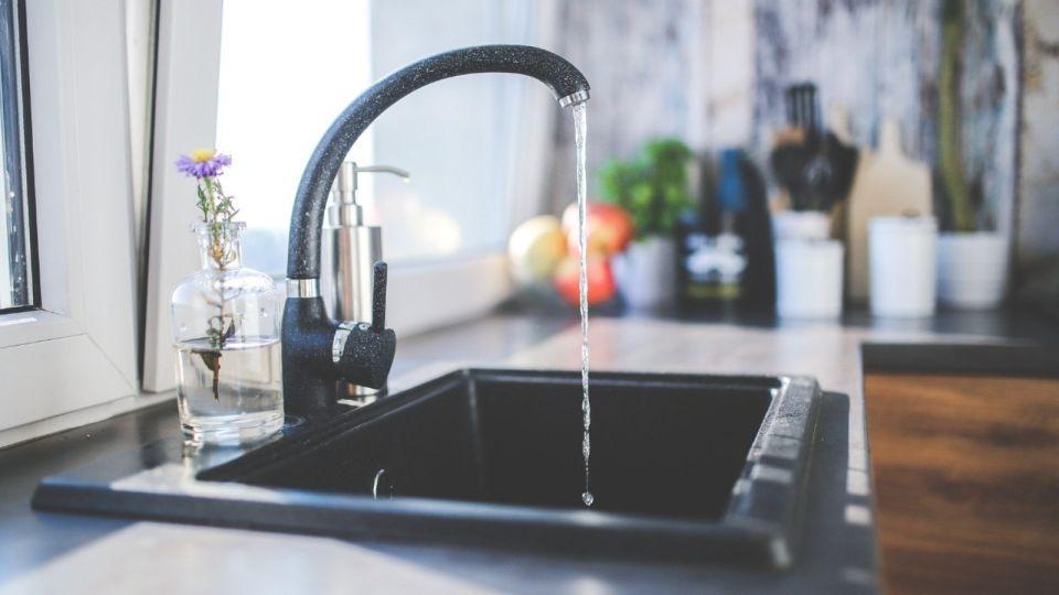 Воду отключат ночью 10 июля в десятках домов Барнаула: список