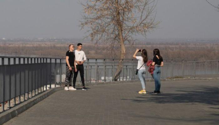В окурках и презервативах: московский журналист рассказал о набережной Барнаула