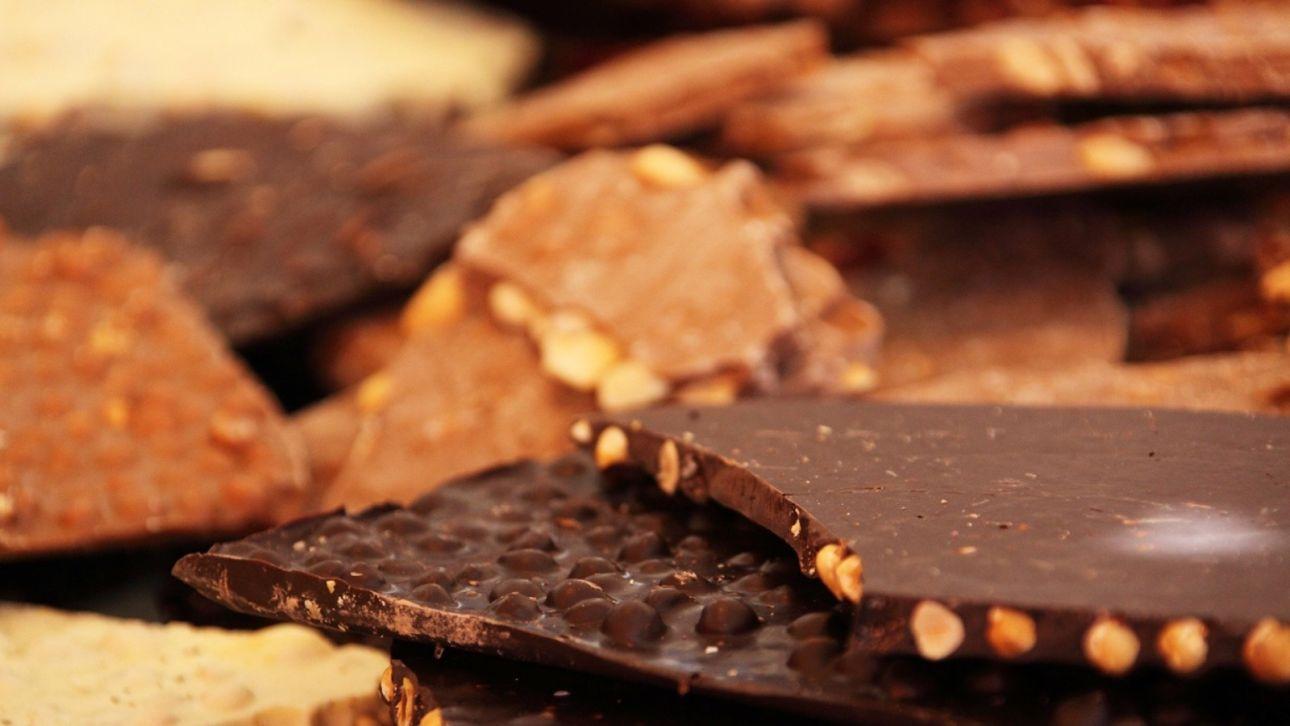 Как приготовить домашний шоколад с орехами на своей кухне