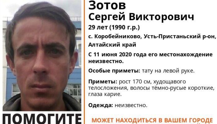 29-летнего мужчину с тату на руке ищут в Алтайском крае
