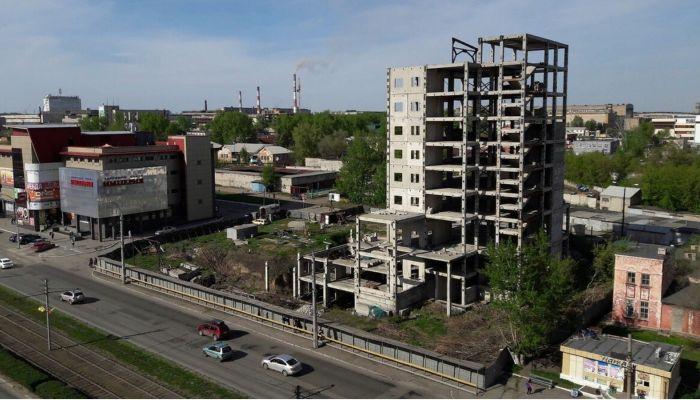 В Барнауле не выкупили на аукционе недостроенную высотку