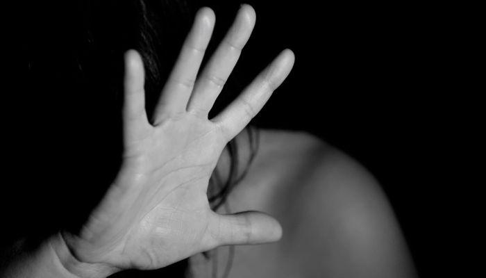 Очередной виток секс-обвинений: кого обвинили и какая у них реакция