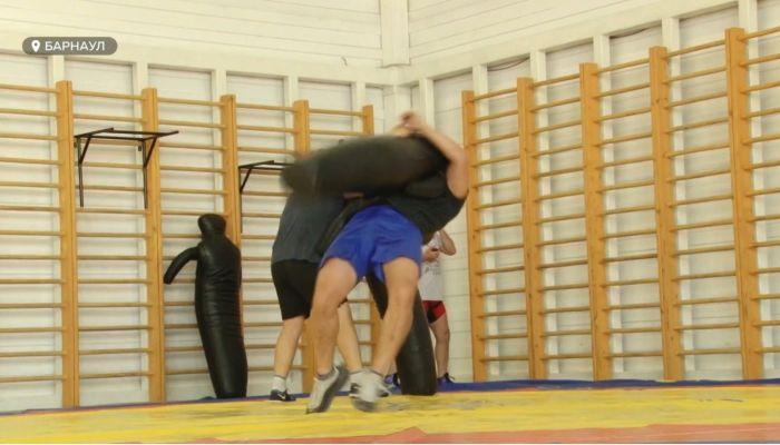 В маске на татами: алтайским спортсменам разрешили вернуться в залы