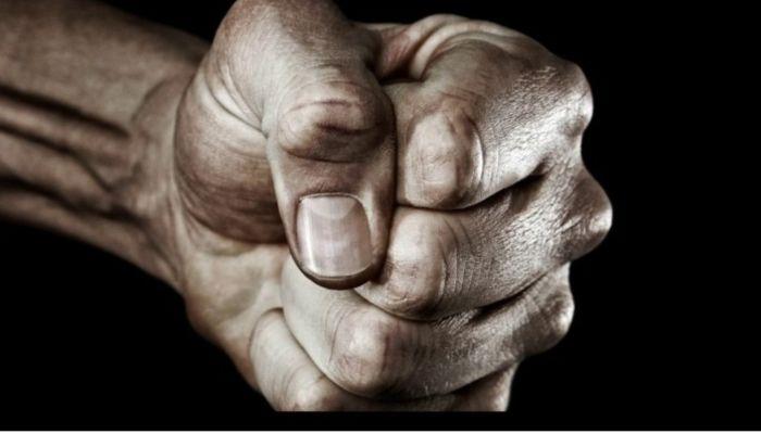 В стиле 90-х: в Камне-на-Оби уличные торговцы жестоко избили двух мужчин