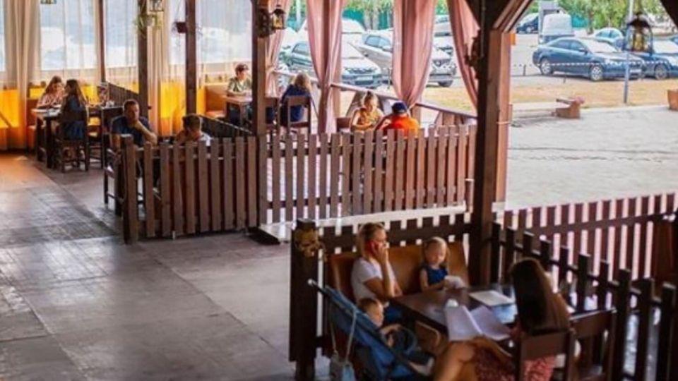 Замечаний меньше: в Барнауле проверяют соблюдение санитарных норм в летних кафе