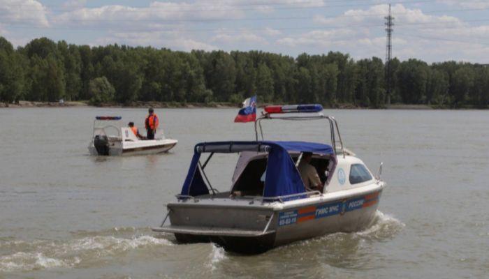 На Алтае спасли пятерых отдыхающих на надувной лодке