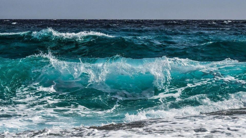 Океан. Волны. Вода
