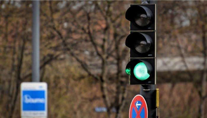 Светофоры временно отключат на Змеиногорском тракте в Барнауле