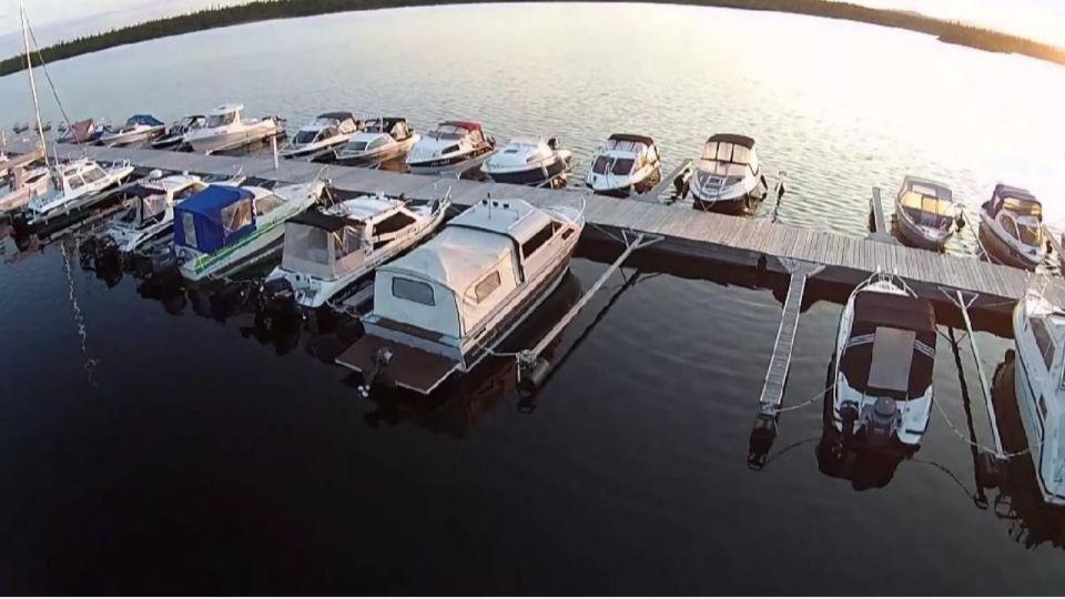 Туристов катали по Телецкому озеру с грубым нарушением норм