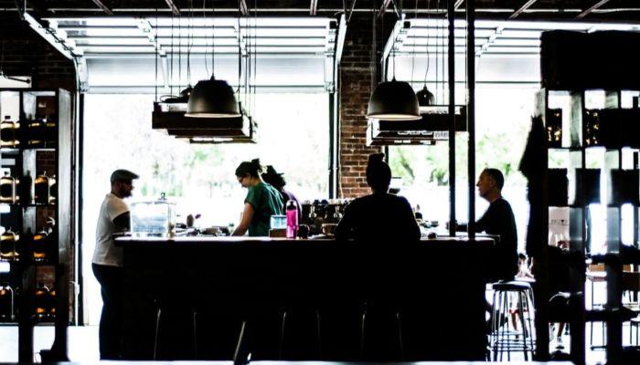 Устали от безденежья: барнаульский ресторатор просит Томенко открыть общепит