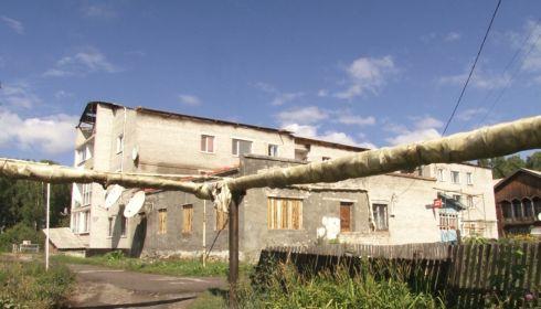 Погорельцы из алтайского села будут платить за новую кровлю больше 20 лет