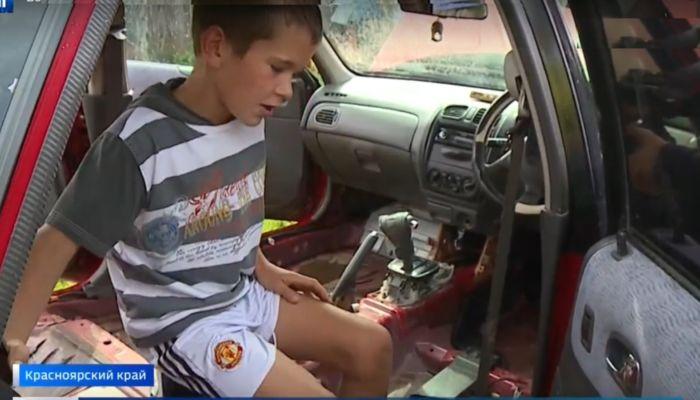 10-летний сибиряк спас мать из тонущего автомобиля