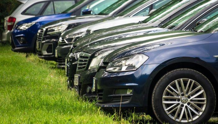 Машинам запретят парковаться на одной из улиц в Барнауле