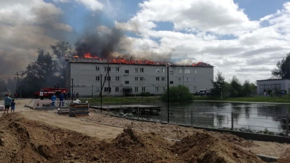Месяц без света и крыши. Как живут на Алтае в многоквартирном доме после пожара