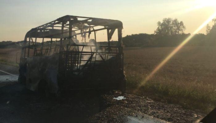 На алтайской трассе около Косихи сгорел пассажирский автобус