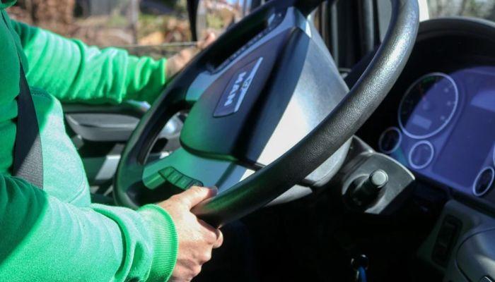 ТАСС: в России уже год действуют новые водительские права