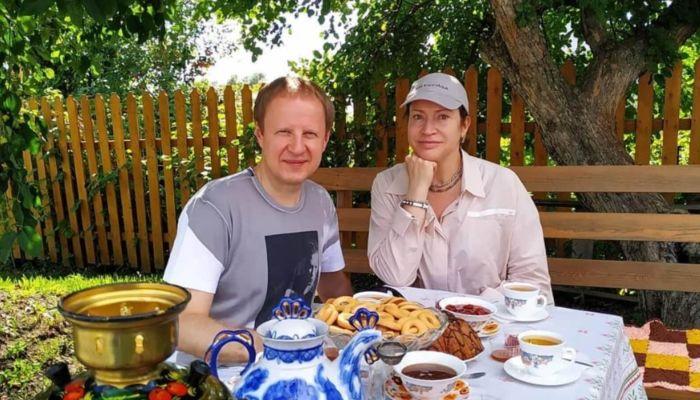 Томенко с женой побывали в музее Титова в Полковниково