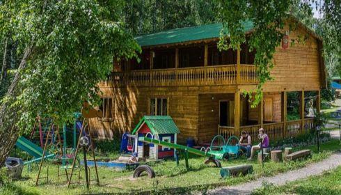 В обычном режиме: турбаза, где погибла семья, продолжает заселять туристов