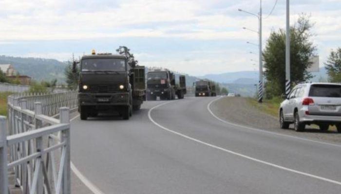 В Алтайском крае перекроют дорогу из-за движения военных колонн
