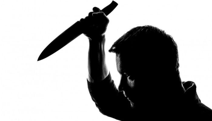 На Урале мужчина убил жену по дороге в больницу на глазах у детей