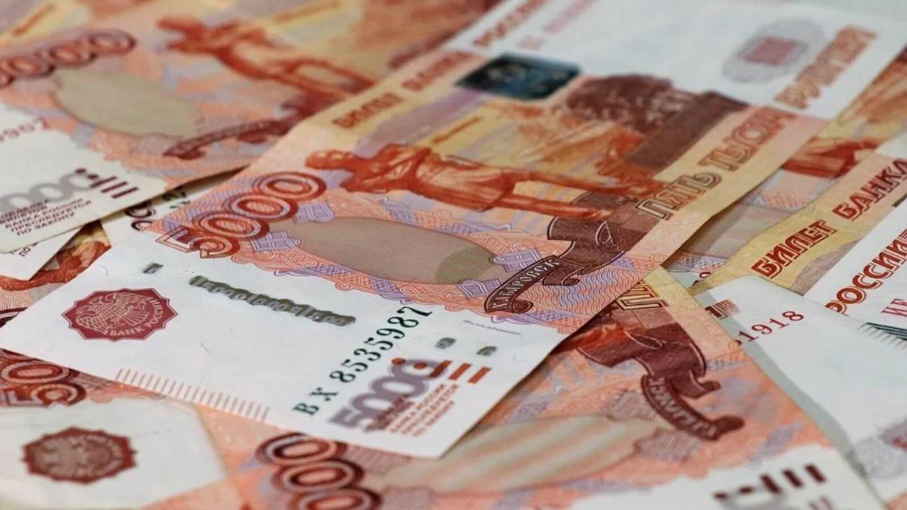 Среднюю зарплату госслужащих повысят в Алтайском крае с 1 октября