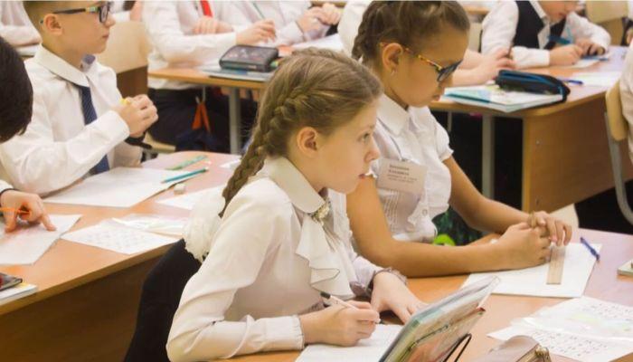 Рюкзак, тетради, форма: сколько стоит собрать ребенка в школу в Алтайском крае