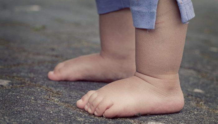 Четырехлетний мальчик обругал матом сельчанку на Алтае и получил удар по губам