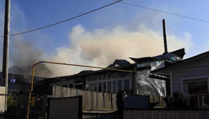 Две барнаульские семьи с детьми остались без жилья из-за пожара