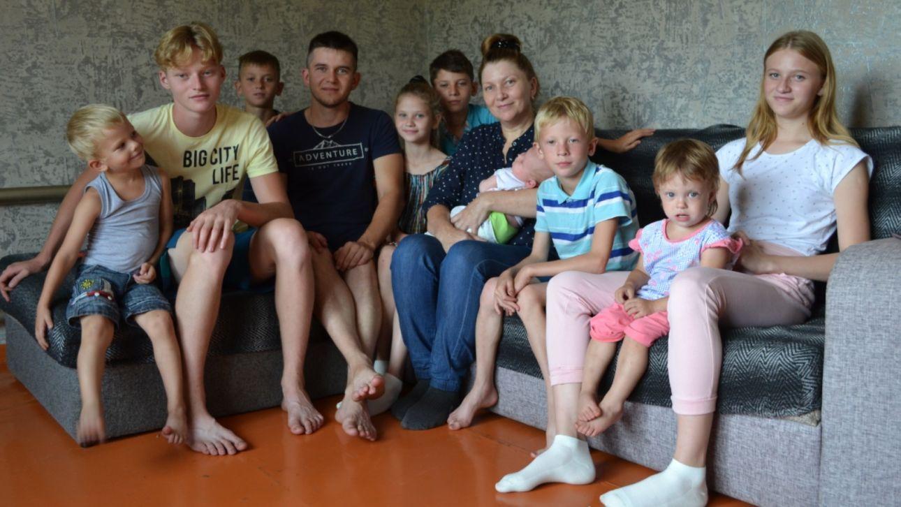 Многодетная пара из алтайского села разводится после рождения десятого ребенка