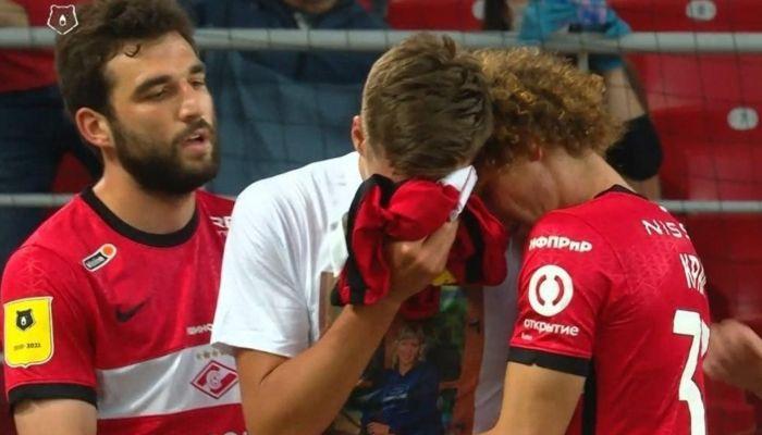 Барнаульский футболист Спартака расплакался после гола в честь умершей мамы
