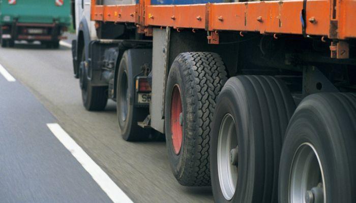 Проезд грузовиков по улицам Барнаула ограничат на месяц
