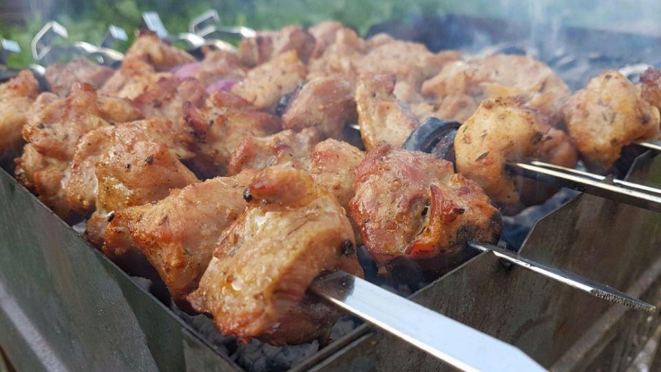 Мясоеды проживут дольше вегетарианцев: диетолог рассказала о правильном рационе