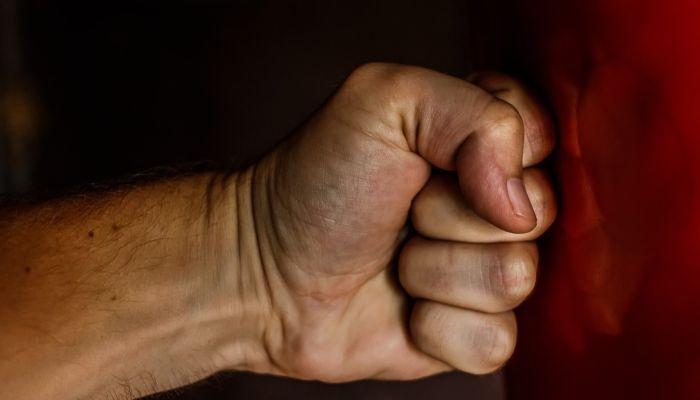 Каменская банда подростков угрожает расправой бывшему другу и его матери