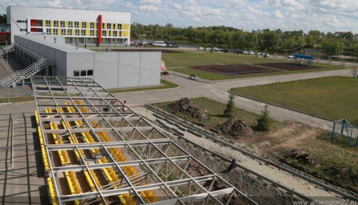 Томенко проверил строительство объектов гребного канала в Барнауле