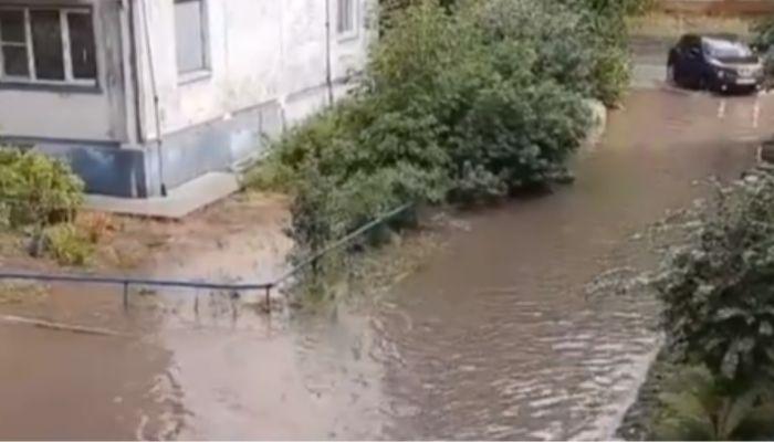 Как в Венеции: улицы Бийска затопило после дождя