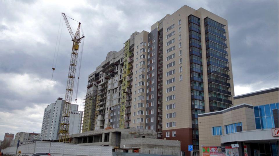 Дольщики начали получать ключи от квартир в долгострое на Павловском тракте