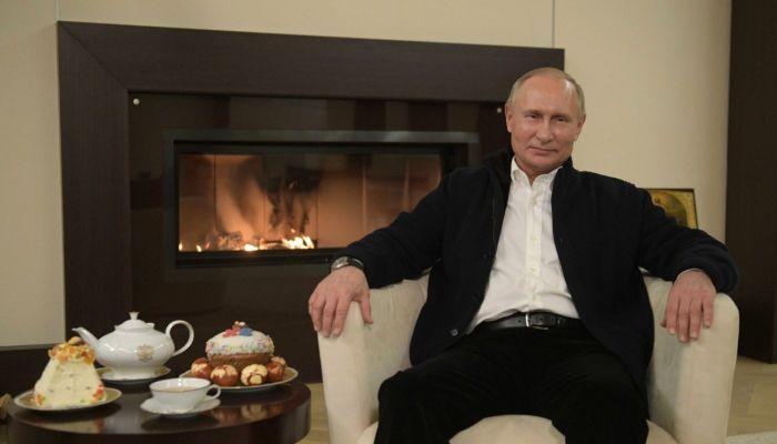 Доход президента России за год вырос на 1,1 млн рублей