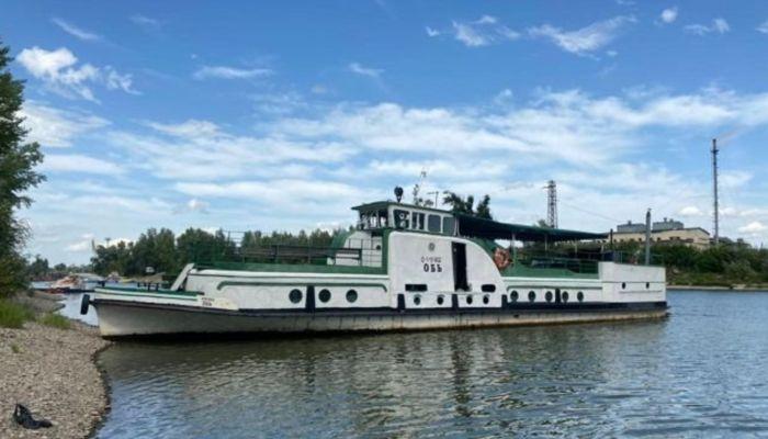 Настоящий корабль за 4 млн рублей продают в Барнауле