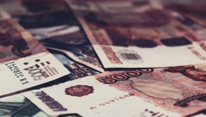 Российские семьи с детьми получат двойные пособия в августе