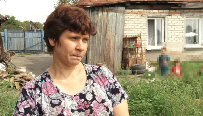 Многодетная мать из Камня живет в доме священника, добиваясь помощи властей