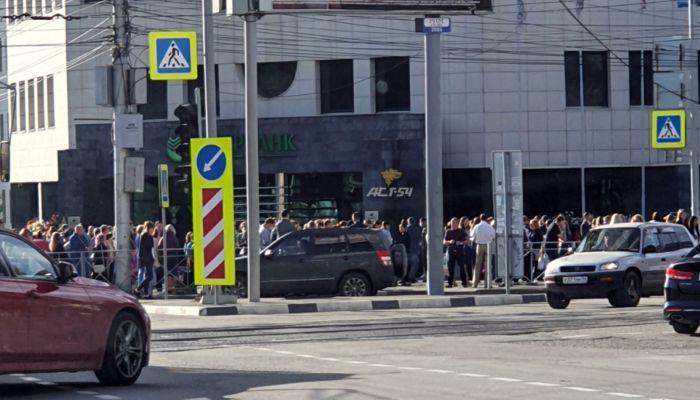 Мосты, суды, почта: анонимные минеры второй день терроризируют Новосибирск
