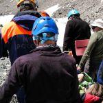 Туристка со сломанной рукой провела сутки на дне расщелины в горах Алтая