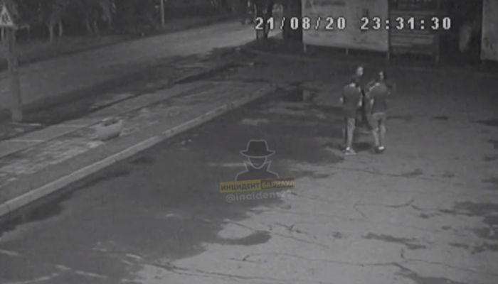 В Барнауле ищут женщину, ударившую подростка розочкой