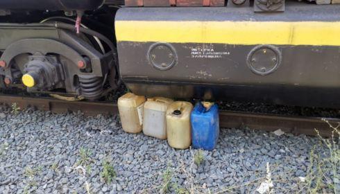 На Алтае работники транспортного предприятия хотели слить топливо из поезда